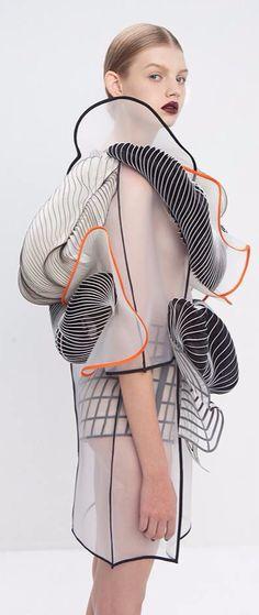 Noa Raviv. Conceptual fashion / sculptural fashion / 3D fashion / textural fashion / avant-garde / 3D-printed / futuristic fashion