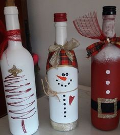 wine bottle christmas crafts Keep your wine bottles and dress them up! I love this idea for having them dotted around the house for some extra decoration! Just clean the bottles and paint your favourite Christmas character on them! Fun for everyone to do! Glass Bottle Crafts, Wine Bottle Art, Painted Wine Bottles, Decorative Wine Bottles, Christmas Wine Bottles, Wine Craft, Holiday Crafts, Christmas Decorations, Dress