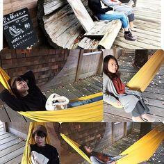 【hammock_life.jp】さんのInstagramをピンしています。 《香川県丸亀市のKITOKURASさんで、楽しそうにくつろぐ女性たち寒い季節でも黄色いハンモックがあると華やぎますね✨ #ハンモック#ハンモックライフ#キトクラス#キトクラスカフェ #香川#丸亀#カフェ#旅行#キャンプ #アウトドア#黄色好き #森#黄色 #イエロー#カフェ好き》
