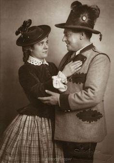 Hubert Marischka und Paula Wessely als Elisabeth in der Operette Sissy von Fritz Kreisler, Ernst Marischka und Hubert Marischka. Theater an der Wien. Photographie. 1932.