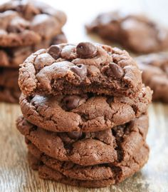These soft-batch flourless almond butter cookies have a touch of cocoa powder to give them a chocolate almond flavor. I hope everyone had a good weekend. I was definitely looking forward to the three day Flourless Chocolate, Chocolate Flavors, Chocolate Cookies, Chocolate Chips, Flourless Desserts, Almond Butter Cookie Recipe, Almond Cookies, Peanut Butter, Frozen Cookie Dough