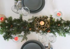 Theme Noel, Table Decorations, Tables, Furniture, Home Decor, Christmas Tabletop, Projects, Mesas, Decoration Home