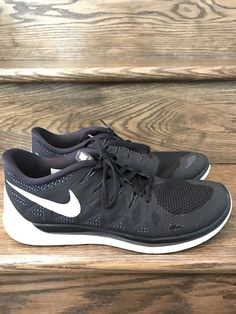 brand new fa099 ed941 Mens Nike Free 5.0 Black White Running Shoes Sz. 11 ID  642198-