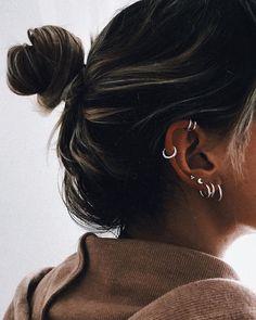 Ear Piercing Chart - Ear Piercings for Men and Women Ear Piercing Chart . Helix Piercings, Piercings For Men, Ear Peircings, Cute Ear Piercings, Tattoo Und Piercing, Multiple Ear Piercings, Rook Piercing Jewelry, Body Piercings, Top Of Ear Piercing
