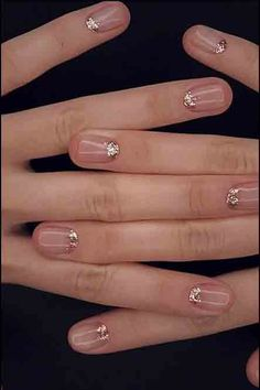 Captivating Neutral Nail Art Designs Ideas To Copy In 2019 47 - The most beautiful nail designs Neutral Wedding Nails, Neutral Nail Art, Wedding Nail Polish, Gold Nail Art, Glitter Nail Art, Gold Nails, Fun Nails, Pretty Nails, Glitter Wedding