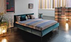 ORIENTAL GARDENADAR bed in teal mohair velvet SURREY. Yarn-dyed striped duvet cover SEAN. Metallic zigzag jacquard cushions SAUSALITO. BUBBLE GOLD floor lamp.