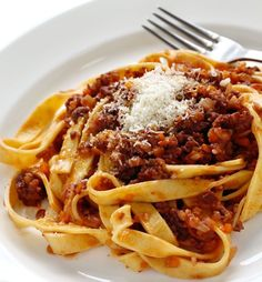 The origin and history of the bolognese sauce known as ragù, commonly used with the tagliatelle pasta and has influenced spaghetti bolognese outside of Italy. Italian Pasta, Italian Dishes, Italian Recipes, Italian Foods, Ragu Bolognese, Bolognese Recipe, Spaghetti Bolognese, Meat Sauce Recipes, Pasta Recipes