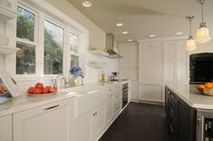 contemporary-kitchen-with-wainscoting-subway-tile-backsplash-and-painted-cabinets-i_g-IStk7grukiz2751000000000-Y0O8S.jpg 1,024×680 pixels
