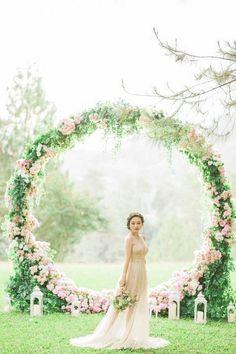 romantic pink floral wreath wedding backdrop ideas