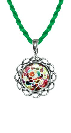 Our design tools will let you create memorable designs for your interchangeable jewelry. Let's share the attraction!