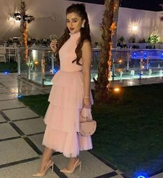 Pink Evening Dresses High Neck A Line Prom Dresses for Women Dubai Arabic Sleeveless Ruffles Tiered Robe de Soiree New Design Stylish Dresses, Simple Dresses, Beautiful Dresses, Look Fashion, Hijab Fashion, Fashion Dresses, Womens Fashion, Hijab Dress Party, Pink Evening Dress