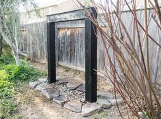 In this tutorial i will show you how i made this Japanese Rain Curtain Water Feature for our back yard. See all the equipment and steps necessary to build.