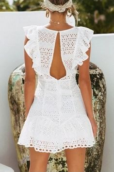 Every beautiful girl, having a white dress is a must, it is clean and pure white, always gives a very elegant feeling. The white dress… Simple Summer Dresses, White Dress Summer, White Mini Dress, Spring Dresses, Bohemian White Dress, Short White Dresses, Sexy White Dress, Tight Dresses, Sexy Dresses