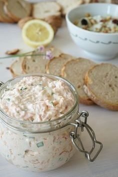 The Cook Time: Fresh and smoked salmon rillettes Appetizer Recipes, Snack Recipes, Appetizers, Brunch Recipes, Healthy Snacks, Healthy Recipes, Smoked Salmon, Finger Foods, Sauces