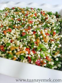 Ingredients: – 2 cups couscous pasta – 6 pieces green onions – 1 red pepper – Half bunch of parsley. Appetizer Salads, Appetizer Recipes, Salad Recipes, Vegetable Recipes, Vegetarian Recipes, Cooking Recipes, Healthy Recipes, Couscous Salad, Pasta Salad