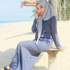 Tresnarespati Kikistunggarana's media content and analytics Hijab Fashion, Fashion Outfits, Womens Fashion, Girl Hijab, Hijab Chic, Hijab Dress, Beautiful Hijab, Muslim Women, Sweet Girls