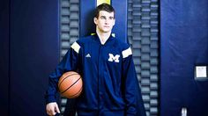 New work for ESPN After surviving two plane crashes that devastated his family, doctors weren't sure if Austin Hatch would survive. But this fall, the enrolled at the University of Michigan and took his place on the Wolverines basketball team. Basketball Pictures, Basketball Games, College Basketball, Basketball Players, Michigan Wolverines Basketball, Michigan Athletics, Best University, University Of Michigan, Basketball Schedule