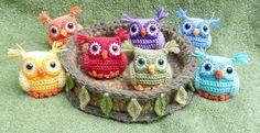 So adorable! Nesting Rainbow Owls -- amigurumi crochet, free pattern on Ravelry Crochet Snail, Crochet Butterfly Pattern, Owl Crochet Patterns, Owl Patterns, Crochet Rope, Cute Crochet, Amigurumi Patterns, Crochet Baby, Crochet Turtle