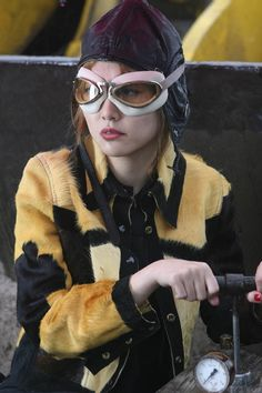 My style icon: Rinko Kikuchi as Bang Bang in the Brothers Bloom The Brothers Bloom, Rinko Kikuchi, Rian Johnson, Fantasy Movies, Charlie Hunnam, Movie Costumes, Mellow Yellow, Family Portraits, Role Models
