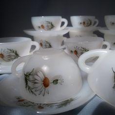 Retro & Arcopal Daisy set of 11 espresso cups & matched saucers. Espresso Cups, Cup And Saucer Set, Glass Collection, Retro, Daisies, Tea Cups, Mid Century, Tableware, Vintage