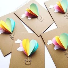 Arc en ciel coeur Air chaud ballon carte Rainbow Heart, Easy Crafts, Homemade Cards, Make Envelopes, Arco Iris, Be Creative, Hot Air Balloons, Ballon Diy, Heart Pop Up Card