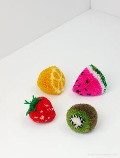 Pom Pom Fruit Tutorial from @mrprintables | Easy pom pom projects