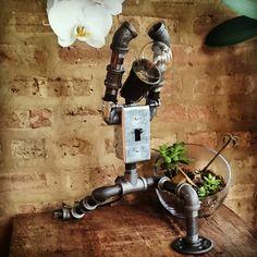 Robot de guerrier un Zen Yoga lampe de par AnglerfishLighting