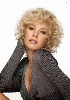 7 short curly haircuts for round faces rt