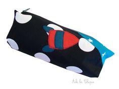 Trousse FUSEE, coton noir à pois prénom et fusée brodée : Ecole et loisirs par abilachipie