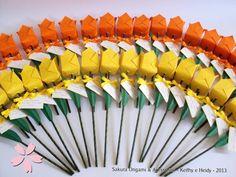 Tulipas de origami para lembrancinhas e decoração de festas de aniversário! http://blog.sakuraorigami.com.br/2013/05/tulipas-de-origami-para-o-aniversario.html #origami #lembrancinha #festa