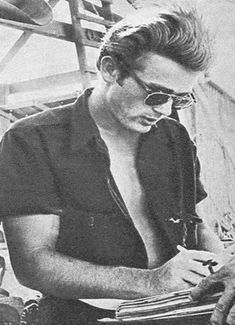 James Dean signing some autographs. James Dean Photos, East Of Eden, Actor James, Bad Picture, Old Movie Stars, Look At The Stars, Nikki Sixx, Marlon Brando, The Little Prince