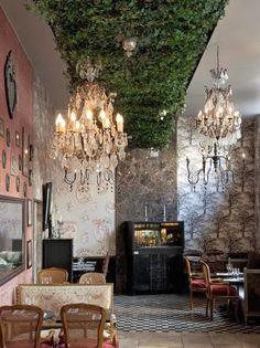 Laura González Décoratrice et Architecte | Ce plafond végétal mélangé aux lustres: superbe!