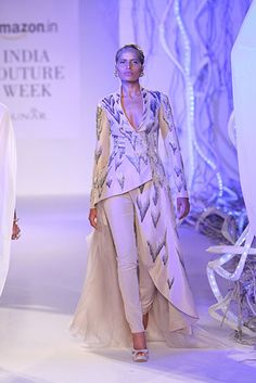 Gaurav Gupta - Page 2 India Fashion, Korean Fashion, Fashion Show, Stylish Dresses, Nice Dresses, Fashion Dresses, Indian Designer Outfits, Designer Dresses, Indian Dresses