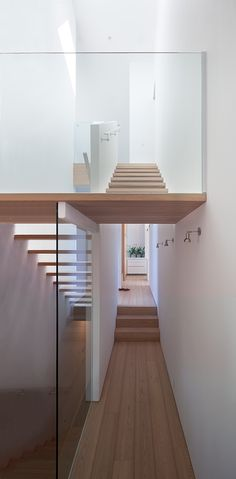Modern Stairs // wood stairs at the Vancouver house by Canadian studio Splyce Design Interior Stairs, Interior Architecture, Roman Architecture, Vancouver House, Open Stairs, Wood Stairs, Escalier Design, Van Home, Staircase Design