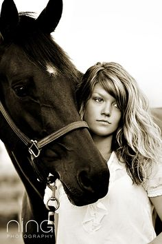 Senior pic with my horse Hank :) Horse Senior Pictures, Pictures With Horses, Horse Photos, Senior Photography, Horse Girl Photography, Equine Photography, Portrait Photography, Animal Photography, Photography Ideas