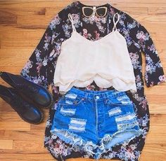 How to Chic: FLORAL KIMONO AND DOC MARTENS