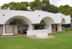 This wonderful 1970s Antoni Bonet Castellana modernist property in Calella, Spain is now on the market. Great house, great location, great views.