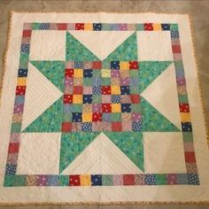 Big Star Block Baby Quilt | Quiltsby.me