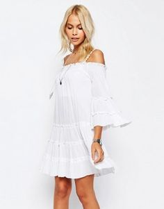 ASOS – Schulterfreies, gestuftes Sommerkleid