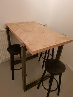 Bar tafel 115x72.5x103  Blad van eiken in Hongaarse punt patroon   #tafelsvanmaarten