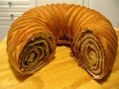 Croatian Walnut Roll Recipe - Orehnjaca, Orehnaca, Povitica or Potica. I make this for the holidays, but never used a bundt pan. I will this year, great idea! Povitica Bread Recipe, Dessert Bread, Dessert Recipes, Fruit Dessert, Croation Recipes, Ideas Paso A Paso, Croatian Cuisine, Bread Recipes, Cooking Recipes