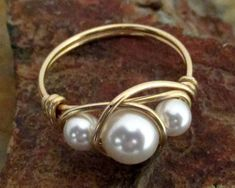 14K Gold Filled White Swarovski Pearl Ring por MiscAndMiscellany