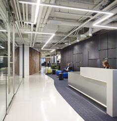 Una moderna y sofisticada forma de darle estilo a tu oficina. #iluminacion Prescient Offices,© Hedrich Blessing Photographers