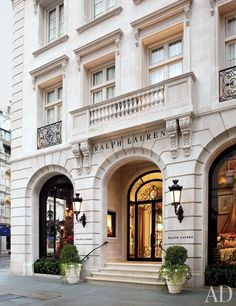 Photography courtesy of Joshua McHugh, Architectural Digest Ralph Lauren, icon of fashion, lifestyle, and interiors. His name is synonymo. Neoclassical Architecture, Classic Architecture, Architecture Details, Canopy Architecture, Paris Architecture, Architectural Digest, Ralph Lauren New York, Ralph Lauren Store, Le Riad