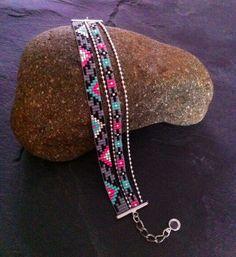 Bracelet Manchette Multi-rangs Motif Aztèque rose fluo, turquoise,gris, noir et argenté !