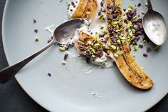 Roasted Bananas with Cacao Nibs & Pistachios by theyearinfood #Bananas #Cacao #Pistachios