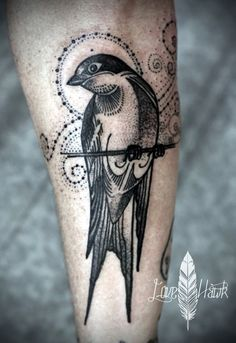40 Tiny Bird Tattoo Ideas To Admire - Bored Art tattoo old school tattoo arm tattoo tattoo tattoos tattoo antebrazo arm sleeve tattoo Natur Tattoo Arm, Natur Tattoos, Kunst Tattoos, Body Art Tattoos, Small Tattoos, Swallow Bird Tattoos, Little Bird Tattoos, Tattoo Bird, Hawk Tattoo