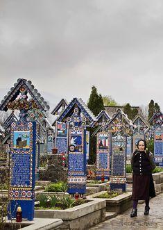 The Merry Cemetery in Săpânţa (Sapanta) , Maramureş county, Northern Romania Places To Travel, Places To See, Romania People, Places Around The World, Around The Worlds, Visit Romania, Turism Romania, Old Cemeteries, Graveyards