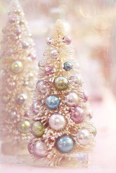 (via Christmas photography, vintage bottle brush … | ❅ Christmas in Past…)