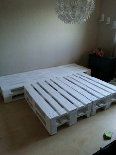Bed Made Out Of Repurposed Wooden Pallets Bedroom Pallet Projects Pallet Beds & Headboards